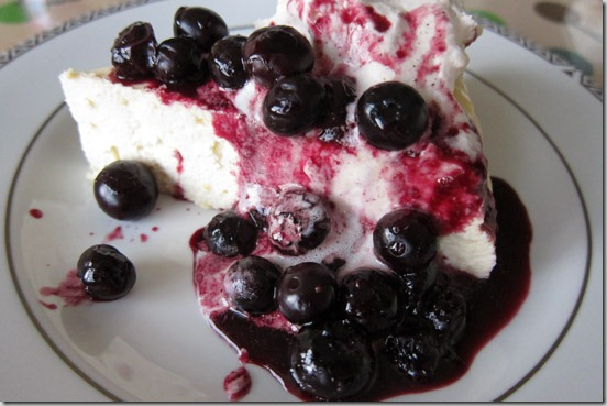 crustless-cheesecake-berries-cream