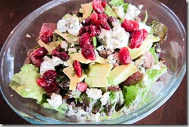 Salad-with-steak,-goat-cheese,-avocado