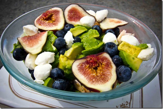 Salad-with-chicken-figs-avocadoes