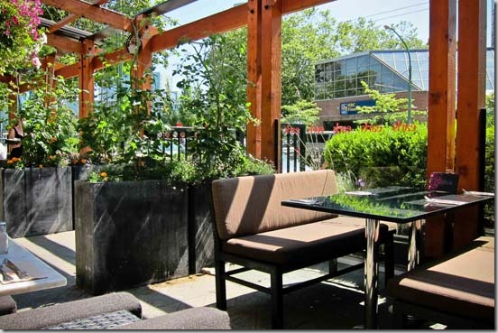Earl's-Burnaby-Kingsway-Patio